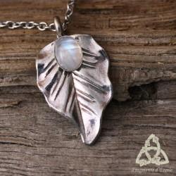 Collier elfique Feuille de Lorien - Labradorite blanche (Pierre Lune arc-en-ciel)