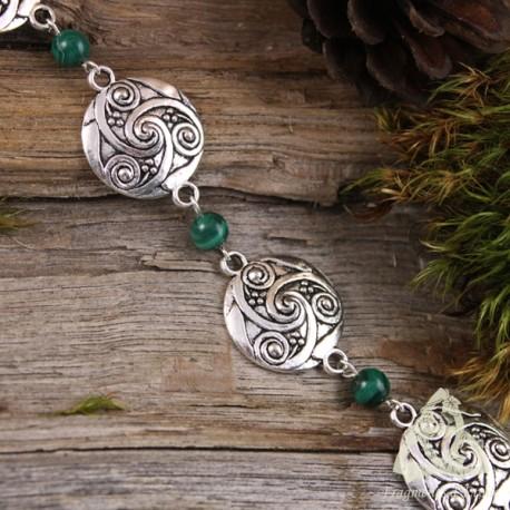 Bracelet celtique orné de Triskell breton argenté et perles de Malachite naturelle vert foncé, style médiéval elfique