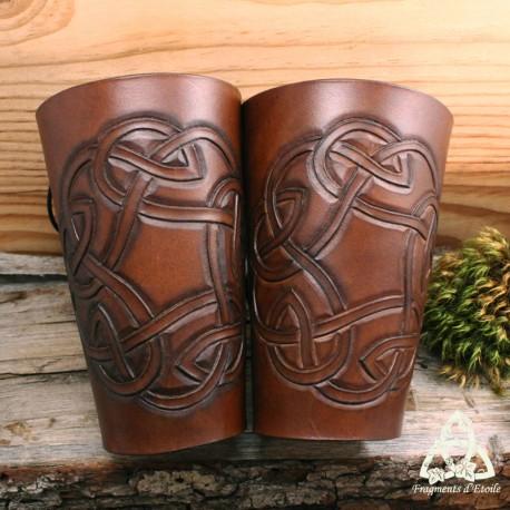 Canon d'avant-bras cuir Tarmael rond celtique - marron