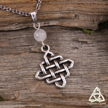 Collier noeud celtique entrelacs losange argenté et Quartz Rose, bijou féerique médiéval fait main