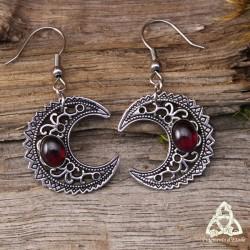 Boucles d'oreilles Lune celtique païenne croissant argenté ajourée et cabochon de Grenat rouge foncé sorcière wicca médiéval