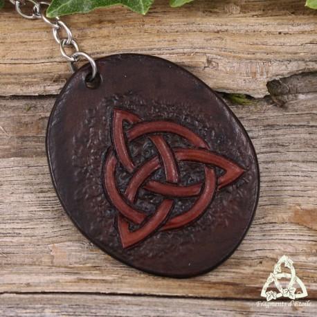 Porte-Clés en cuir médiéval féerique Triquetra noeud celtique marron foncé brun repoussé style païen wicca