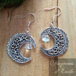 Boucles d'oreilles féeriques croissant de Lune aux volutes argentées et éclat de Cristal de Roche blanc transparent mariage