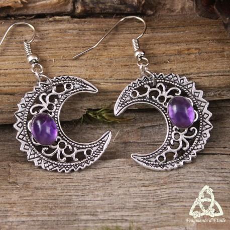 Boucles d'oreilles féeriques croissant de Lune aux volutes argentées et pierre Améthyste violette