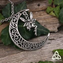Collier féerique croissant de lune aux volutes entrelacs elfiques et fée argentée. Bijou de créateur médiéval fait-main.