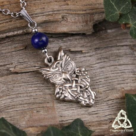 Collier médiéval Hibou Celtique argenté et Lapis Lazuli bleu foncé réalisé à la main. Bijou artisanal.