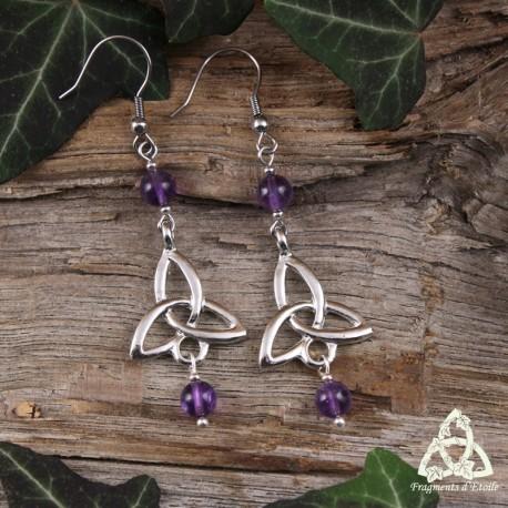 Boucles d'oreilles celtiques Triquetra symbole argenté et pierre fine Améthyste violet. Bijou médiéval féerique.