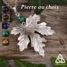 Collier médiéval féerique orné d'une feuille d'érable argentée en relief et pierre naturelle. Bijou elfique fait-main.