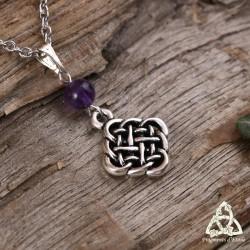 Collier médiéval féerique orné d'un noeud celtiques aux entrelacs argentés surmonté d'une perle d'Améthyste violette.
