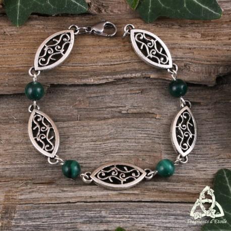 Bracelet médiéval fin orné de volutes elfiques en forme de navettes entourées de perles en Malachite vert foncé