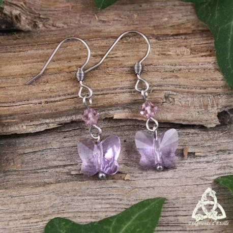 Boucles d'oreilles féeriques Papillon de Cristal violet à facettes et acier inoxydable. Bijou de créateur assemblé à la main.