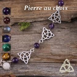 Bracelet médiéval orné de Triquetra, noeud celtique argenté et pierre gemme naturelle. Bijou féerique et magique fait-main.