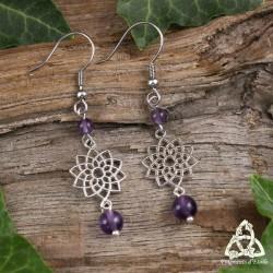 Boucles d'oreilles zen et féeriques ornées d'une Fleur de Vie argentée et de perles d'Améthyste violet foncé.