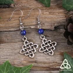 Boucles d'oreilles médiévales noeud celtique infini argenté et perles en Lapis Lazuli bleu foncé. Bijou magique et féerique.