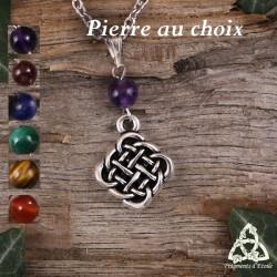 Collier médiéval féerique orné d'un noeud celtiques aux entrelacs argentés surmonté d'une perle en pierre naturelle