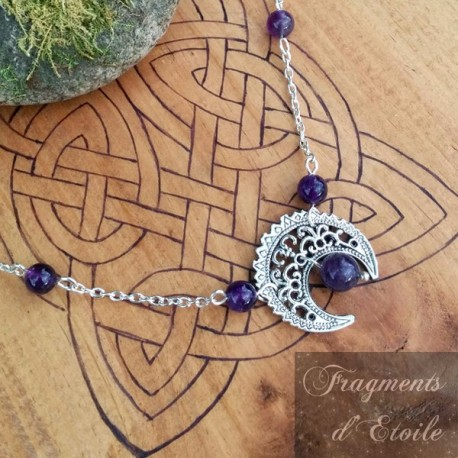 Tiare couronne médiévale composé d'un croissant de lune argenté orné de pierres naturelles Améthyste violet.