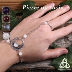 Bracelet de main médiéval féerique croissant de Lune aux volutes argentées et pierre gemme naturelle