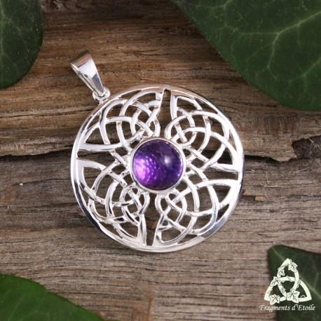 Pendentif médiéval rond et mixte en argent orné d'un noeud celtique et d'entrelacs infinis avec une Améthyste violette