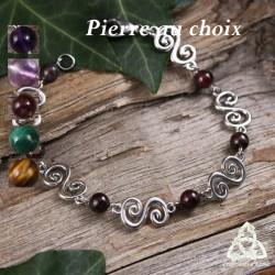 Bracelet médiéval et féerique Faerell orné de Spirales argentées entourées de perles en pierre gemme naturelle.