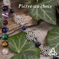 Bracelet poétique et zen orné de délicates Fleur de Vie argentée et ajourées entourées de perles en Pierre naturelle.
