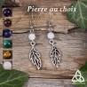 Boucles d'oreilles féeriques et printanières ornées de fines feuilles elfiques argentées et de perles en Pierre naturelle.