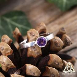 Bague poétique en argent ornée d'une Améthyste violette taillée en facettes et sertie, taille 53