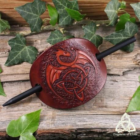 Barrette médiévale et artisanale en cuir repoussé orné d'un grand Dragon celtique brun et marron