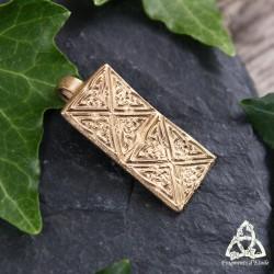 Pendentif médiéval rectangle en bronze doré orné d'entrelacs celtiques. Bijou viking pour homme ou femme fait-main.