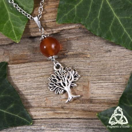 Collier féerique composé d'un Arbre argenté surmonté d'une grande perle en Cornaline naturelle orange automnal.