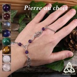 Bracelet de main médiéval fantasy orné de trois Feuilles elfiques autour d'une Triquetra celtique et de Pierres naturelles