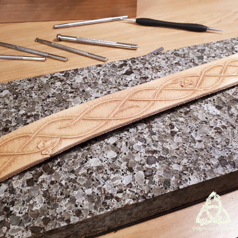 Repoussage de la texture à l'aide de matoirs et d'un marteau