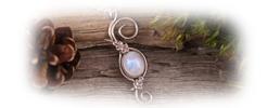 Collier elfique labradorite blanche pierre lune arc-en-ciel feuilles de chêne argenté